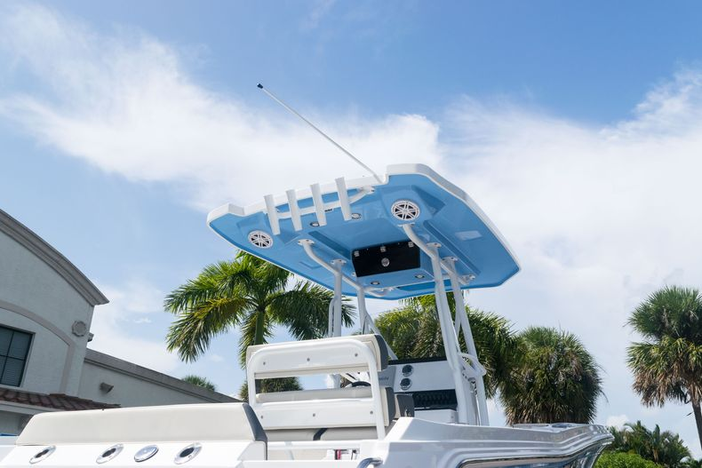 Thumbnail 8 for New 2021 Blackfin 222CC boat for sale in West Palm Beach, FL