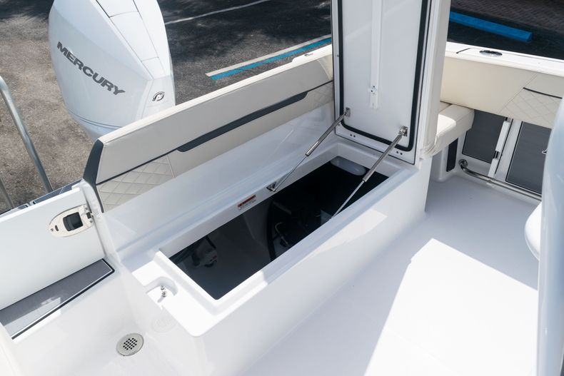 Thumbnail 14 for New 2021 Blackfin 222CC boat for sale in West Palm Beach, FL