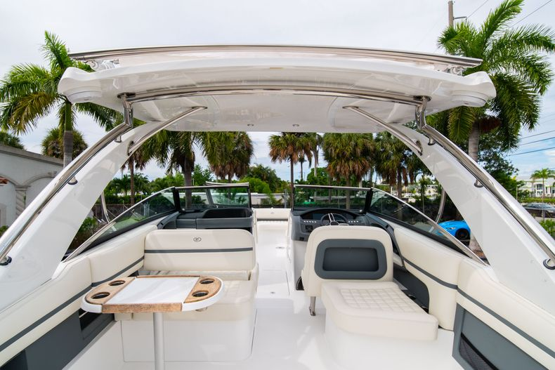 Thumbnail 18 for Used 2019 Cobalt 30SC boat for sale in West Palm Beach, FL