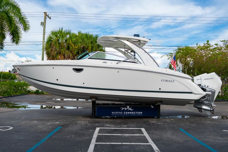 Thumbnail 6 for Used 2019 Cobalt 30SC boat for sale in West Palm Beach, FL