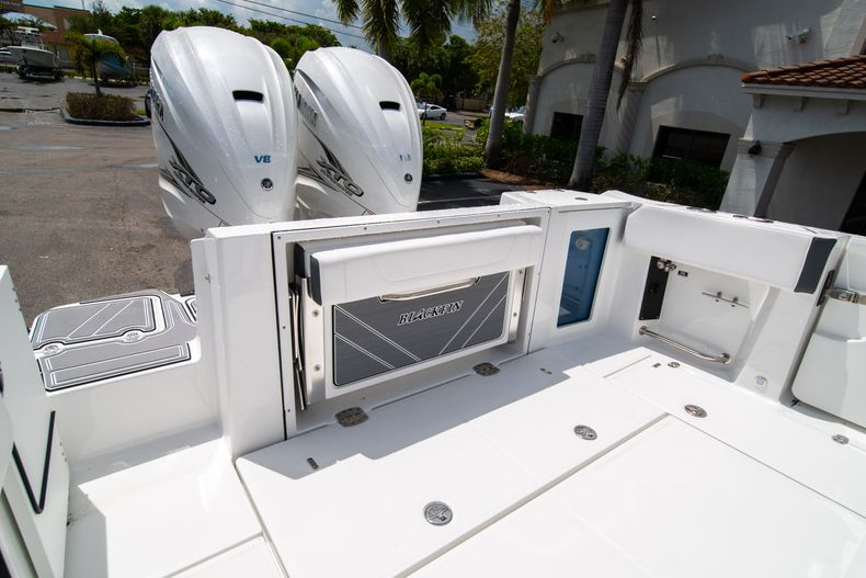 Thumbnail 12 for New 2021 Blackfin 332CC boat for sale in Fort Lauderdale, FL