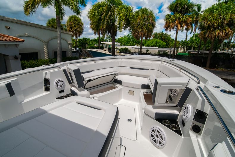 Thumbnail 57 for New 2021 Blackfin 332CC boat for sale in Fort Lauderdale, FL