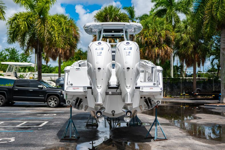 Thumbnail 8 for New 2021 Blackfin 332CC boat for sale in Fort Lauderdale, FL