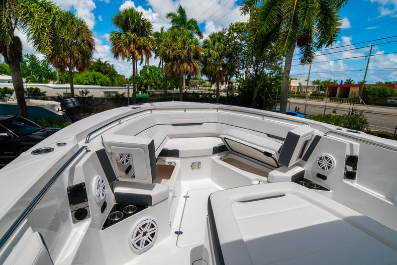 Thumbnail 61 for New 2021 Blackfin 332CC boat for sale in Fort Lauderdale, FL