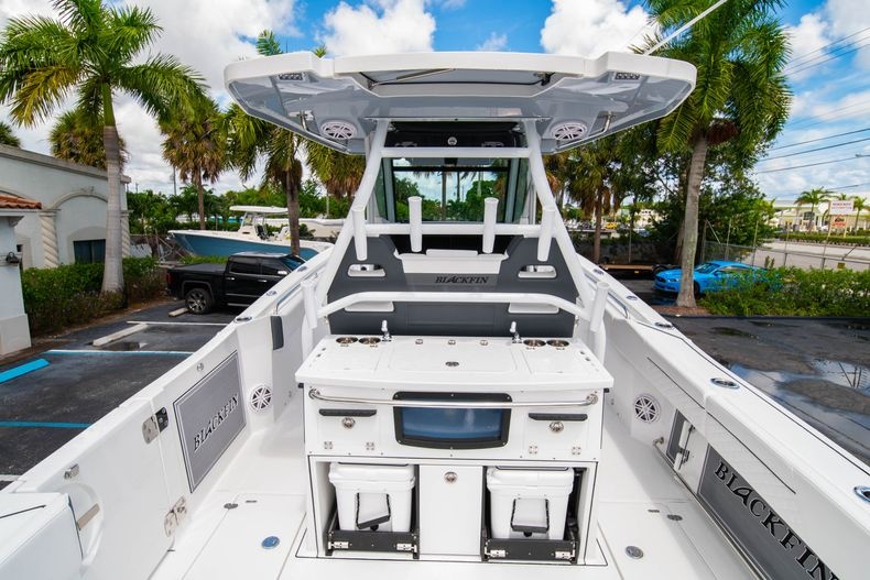 Thumbnail 11 for New 2021 Blackfin 332CC boat for sale in Fort Lauderdale, FL
