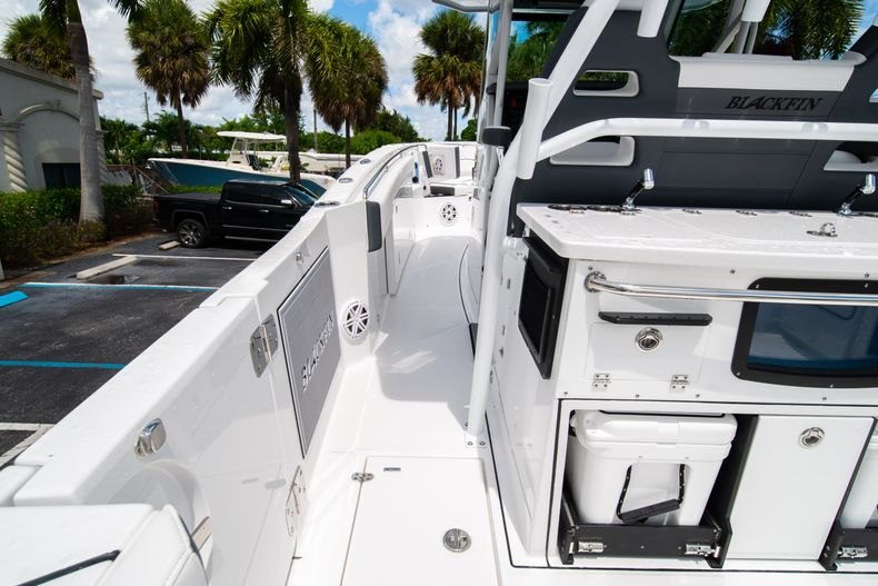 Thumbnail 30 for New 2021 Blackfin 332CC boat for sale in Fort Lauderdale, FL