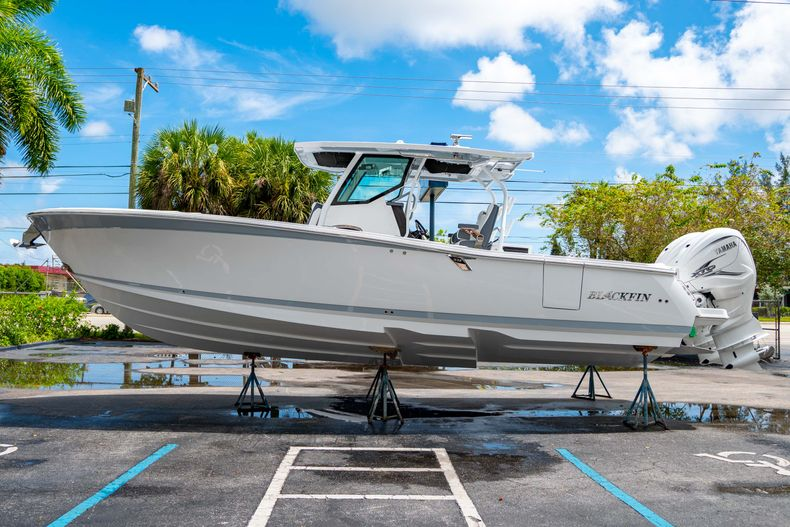 Thumbnail 6 for New 2021 Blackfin 332CC boat for sale in Fort Lauderdale, FL