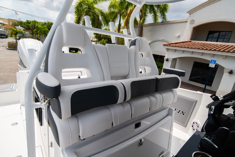 Thumbnail 42 for New 2021 Blackfin 332CC boat for sale in Fort Lauderdale, FL