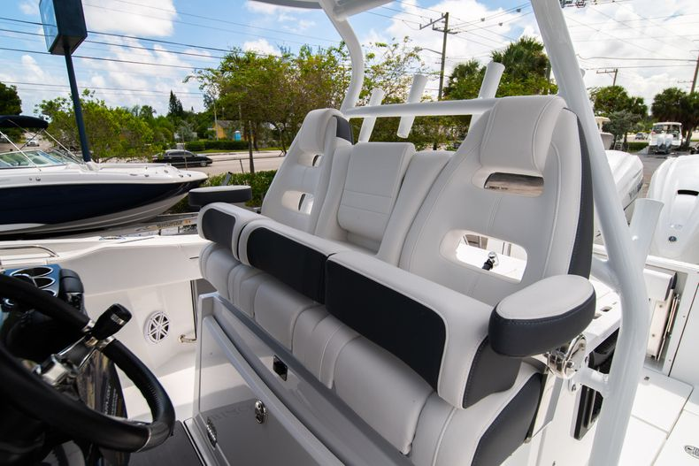 Thumbnail 44 for New 2021 Blackfin 332CC boat for sale in Fort Lauderdale, FL