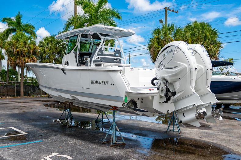 Thumbnail 7 for New 2021 Blackfin 332CC boat for sale in Fort Lauderdale, FL
