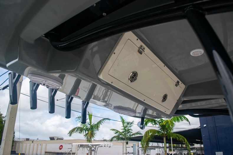 Thumbnail 32 for Used 2019 Cobia 261 CC boat for sale in Miami, FL
