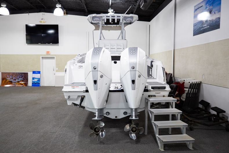 Thumbnail 3 for New 2021 Blackfin 252CC boat for sale in West Palm Beach, FL