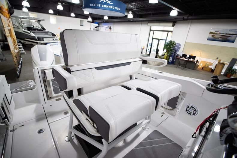 Thumbnail 28 for New 2021 Blackfin 252CC boat for sale in West Palm Beach, FL