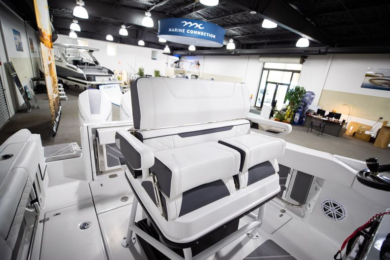 Thumbnail 27 for New 2021 Blackfin 252CC boat for sale in West Palm Beach, FL