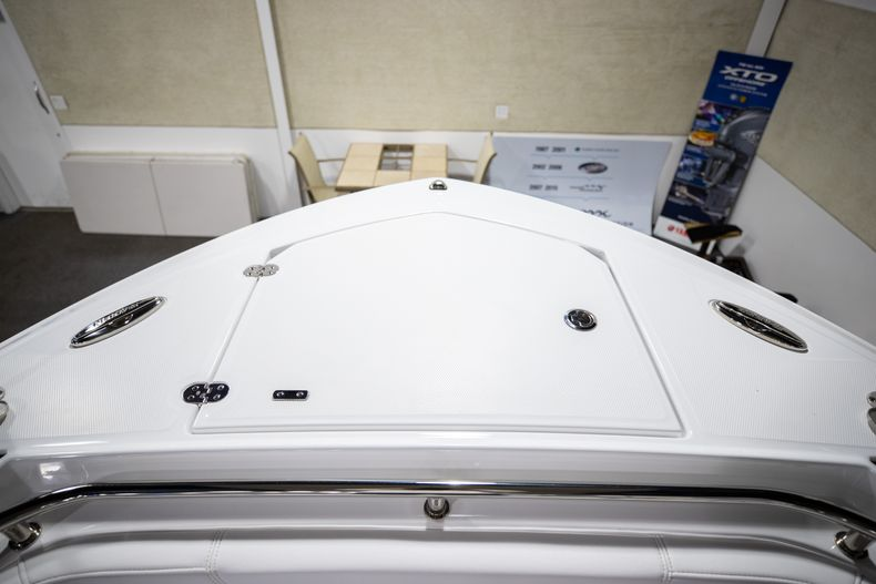Thumbnail 39 for New 2021 Blackfin 252CC boat for sale in West Palm Beach, FL