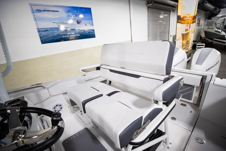 Thumbnail 30 for New 2021 Blackfin 252CC boat for sale in West Palm Beach, FL