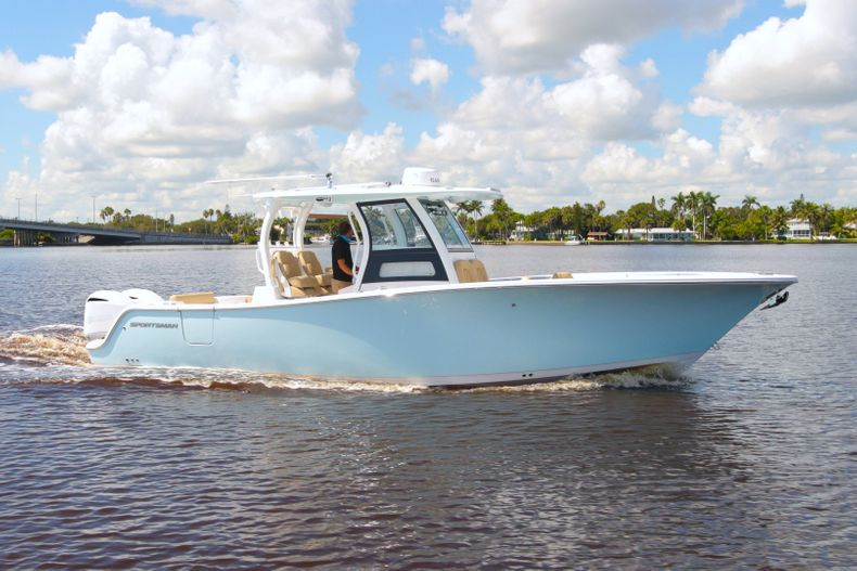 Thumbnail 3 for New 2021 Sportsman Open 302 Center Console boat for sale in West Palm Beach, FL