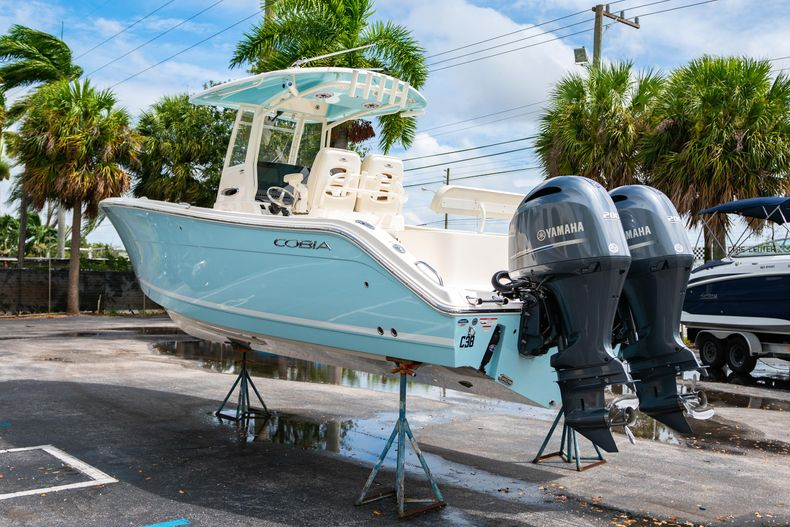 Thumbnail 7 for Used 2020 Cobia 280 CC boat for sale in West Palm Beach, FL