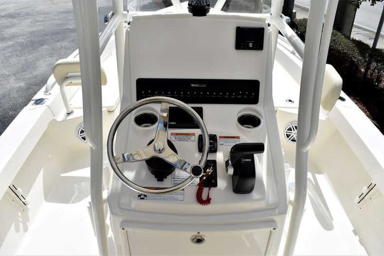Thumbnail 11 for New 2021 Pathfinder 2200 TRS boat for sale in Vero Beach, FL