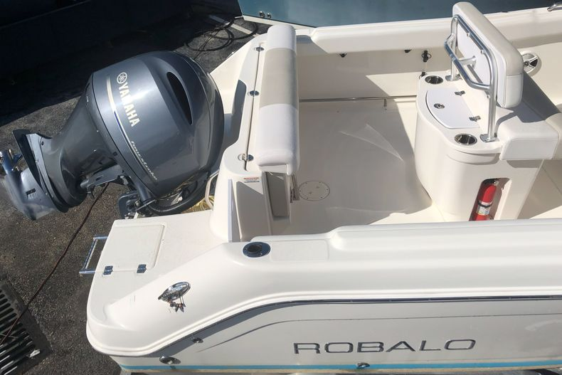 Thumbnail 9 for Used 2014 Robalo R222 Center Console boat for sale in West Palm Beach, FL