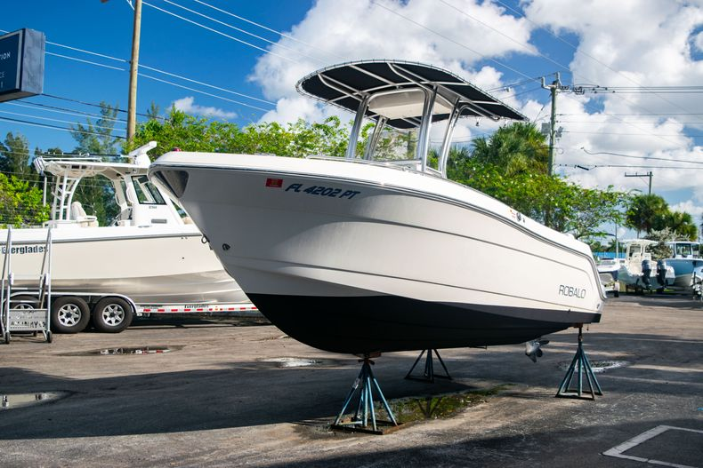 Thumbnail 3 for Used 2014 Robalo R222 Center Console boat for sale in West Palm Beach, FL