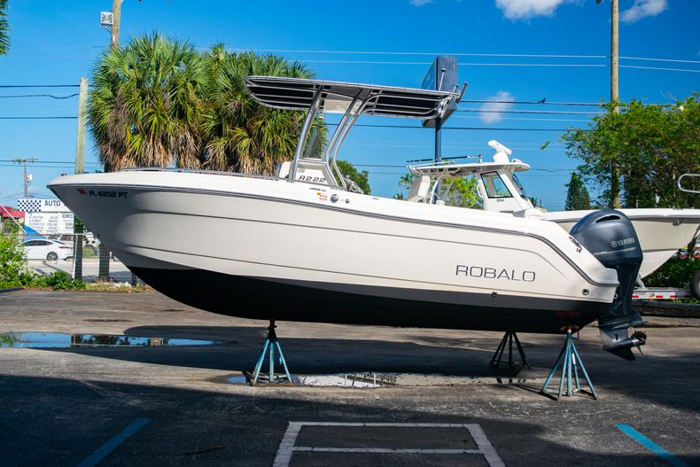 Thumbnail 4 for Used 2014 Robalo R222 Center Console boat for sale in West Palm Beach, FL