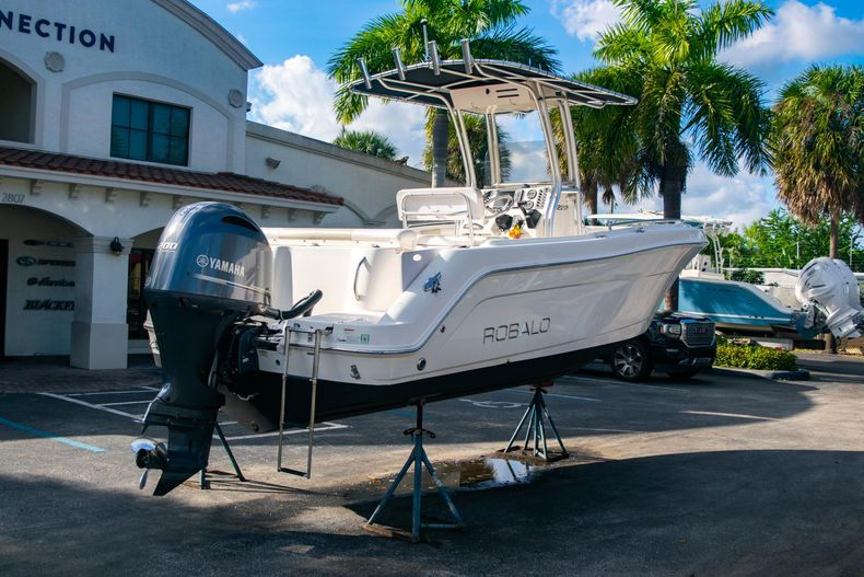 Thumbnail 7 for Used 2014 Robalo R222 Center Console boat for sale in West Palm Beach, FL