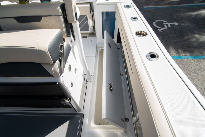 Thumbnail 29 for New 2021 Blackfin 272CC boat for sale in West Palm Beach, FL