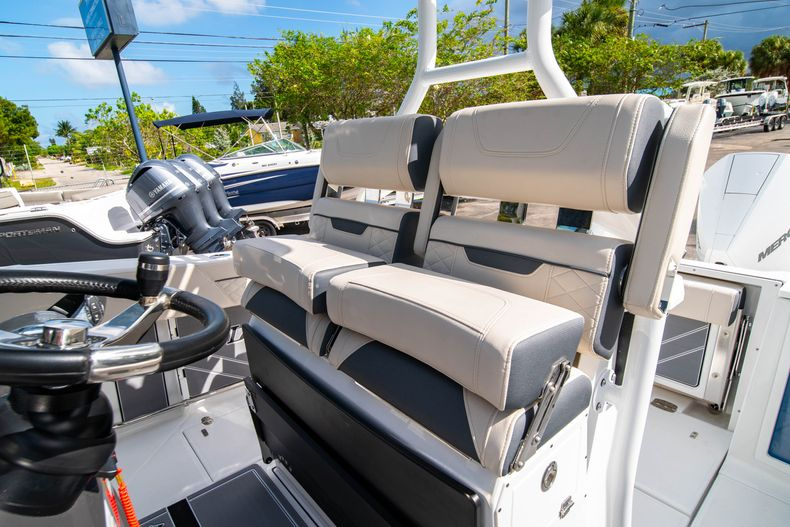 Thumbnail 41 for New 2021 Blackfin 272CC boat for sale in West Palm Beach, FL