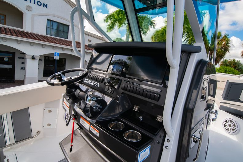 Thumbnail 32 for New 2021 Blackfin 272CC boat for sale in West Palm Beach, FL