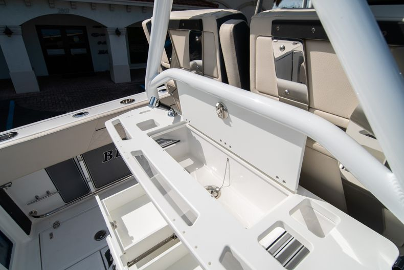 Thumbnail 26 for New 2021 Blackfin 272CC boat for sale in West Palm Beach, FL