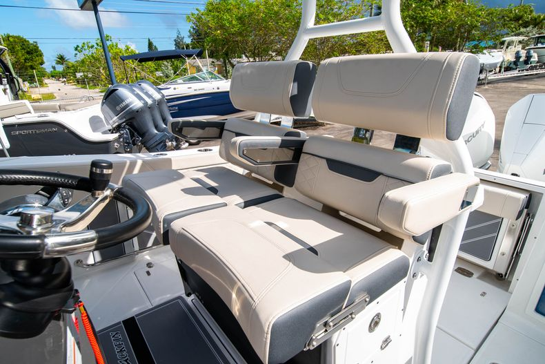 Thumbnail 42 for New 2021 Blackfin 272CC boat for sale in West Palm Beach, FL