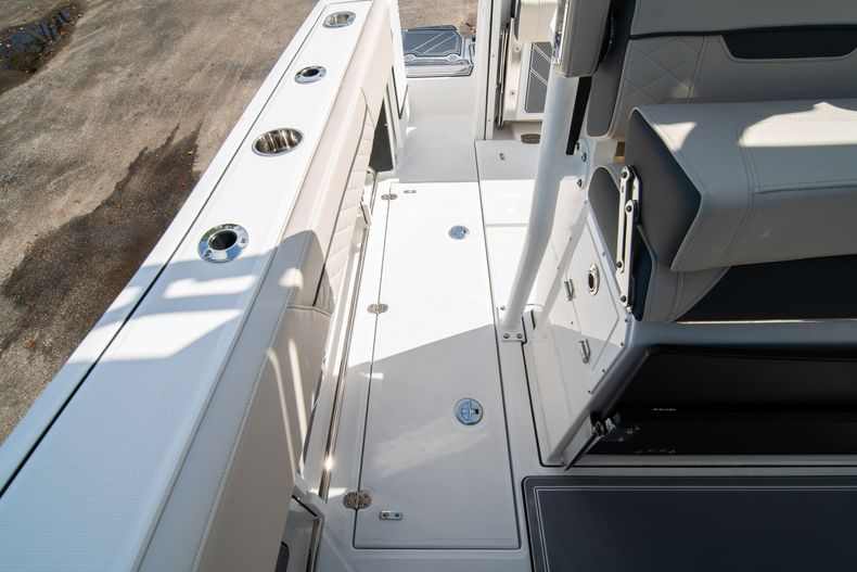 Thumbnail 20 for New 2021 Blackfin 272CC boat for sale in West Palm Beach, FL