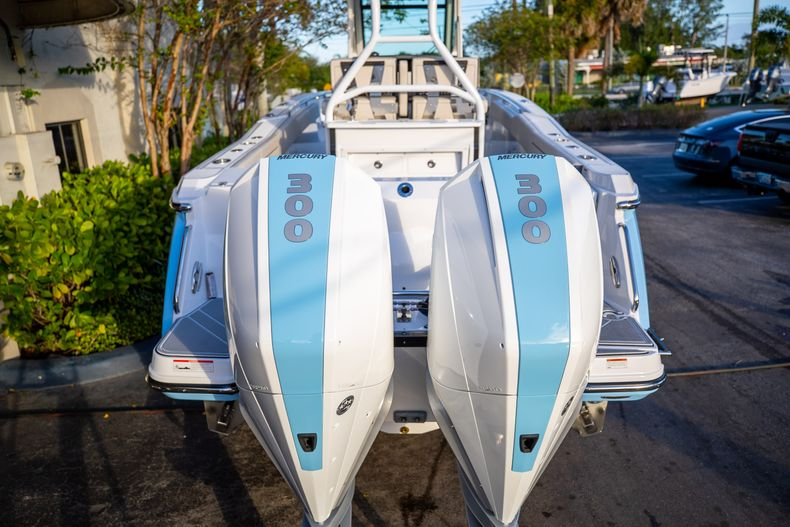 Thumbnail 8 for New 2021 Blackfin 272CC boat for sale in West Palm Beach, FL