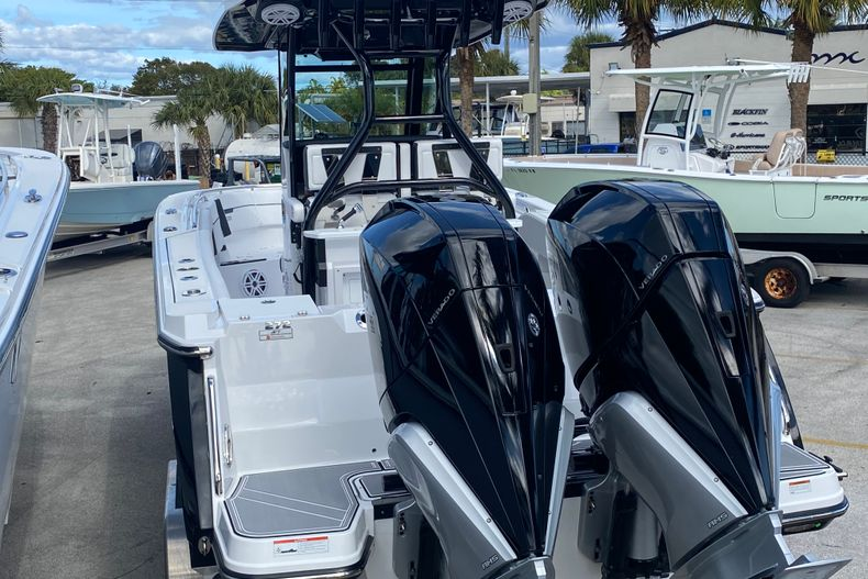 Thumbnail 4 for New 2021 Blackfin 272CC boat for sale in Fort Lauderdale, FL