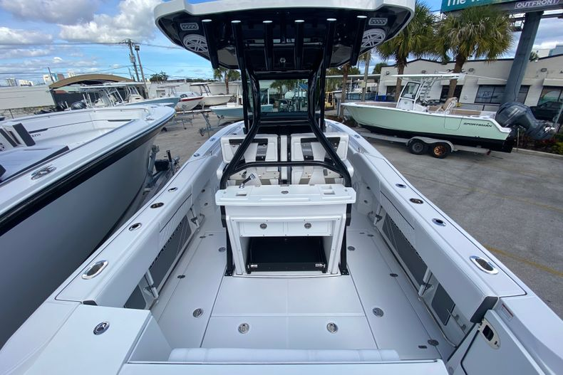 Thumbnail 5 for New 2021 Blackfin 272CC boat for sale in Fort Lauderdale, FL
