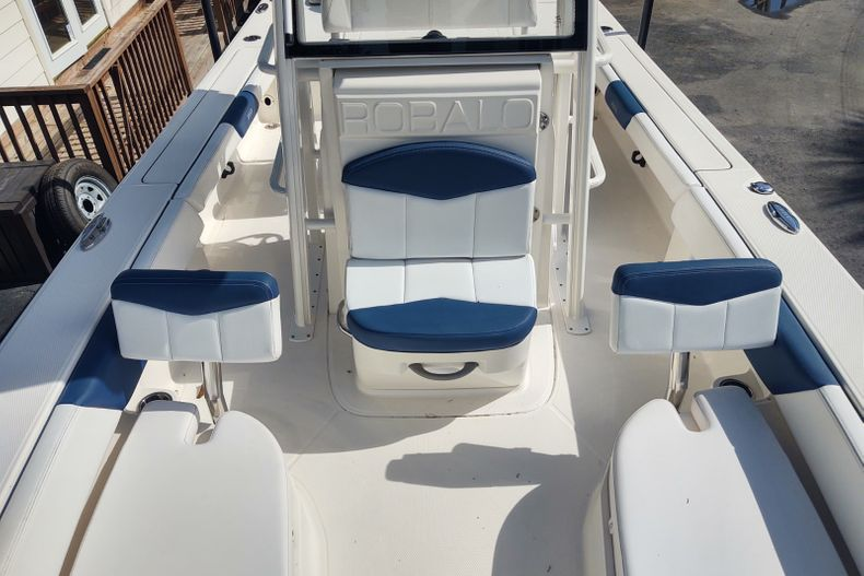 Thumbnail 16 for Used 2019 Robalo 246 Cayman SD boat for sale in Islamorada, FL
