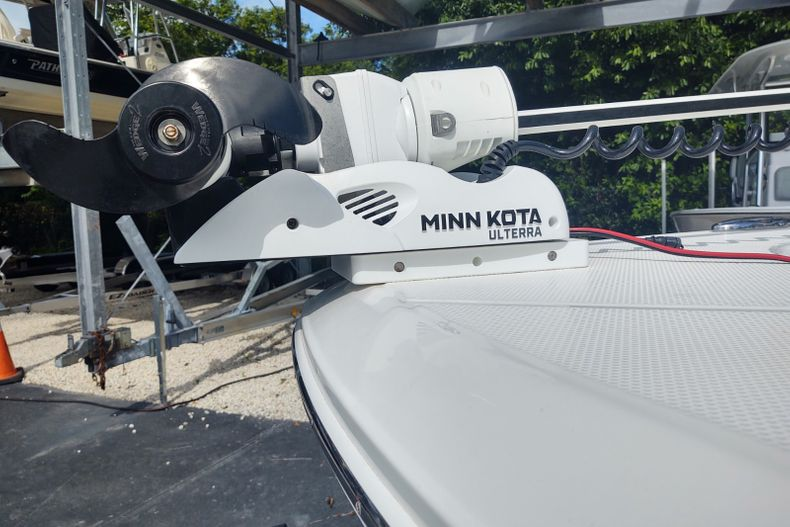 Thumbnail 18 for Used 2019 Robalo 246 Cayman SD boat for sale in Islamorada, FL