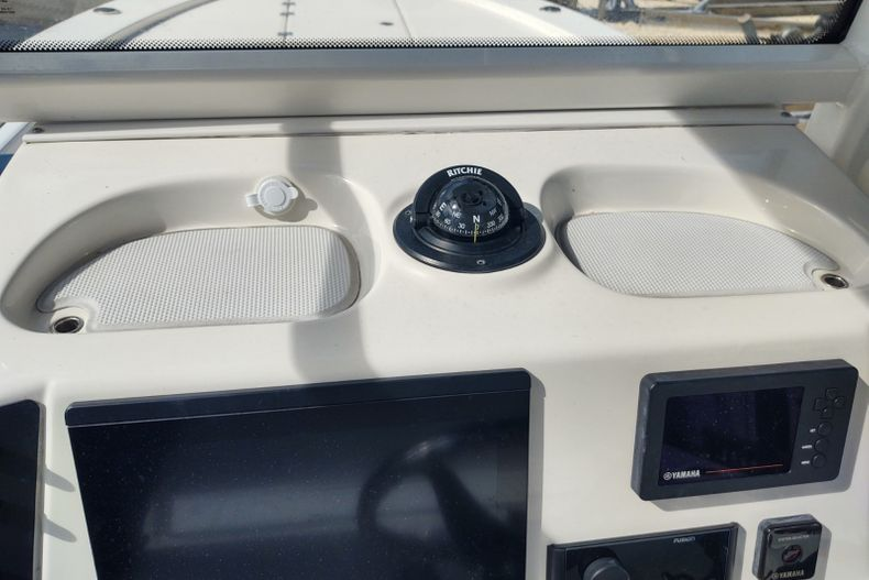 Thumbnail 11 for Used 2019 Robalo 246 Cayman SD boat for sale in Islamorada, FL