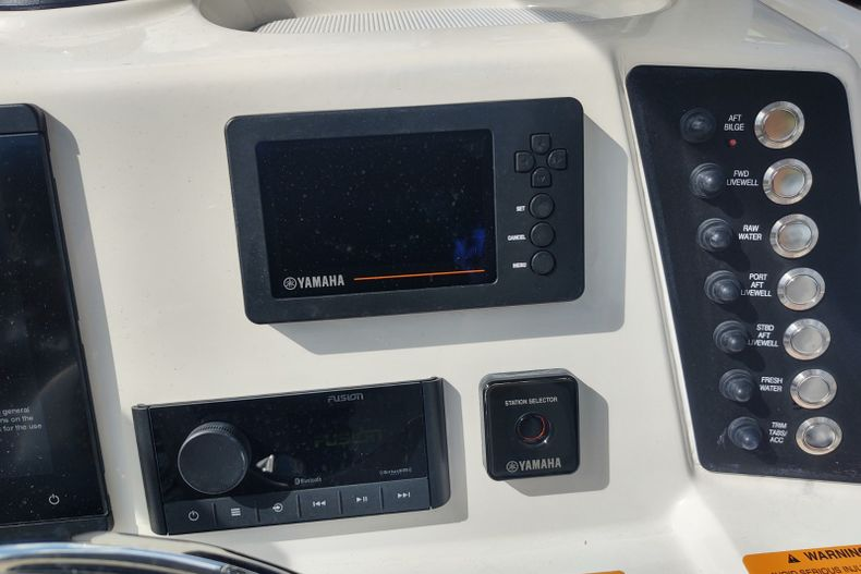 Thumbnail 7 for Used 2019 Robalo 246 Cayman SD boat for sale in Islamorada, FL