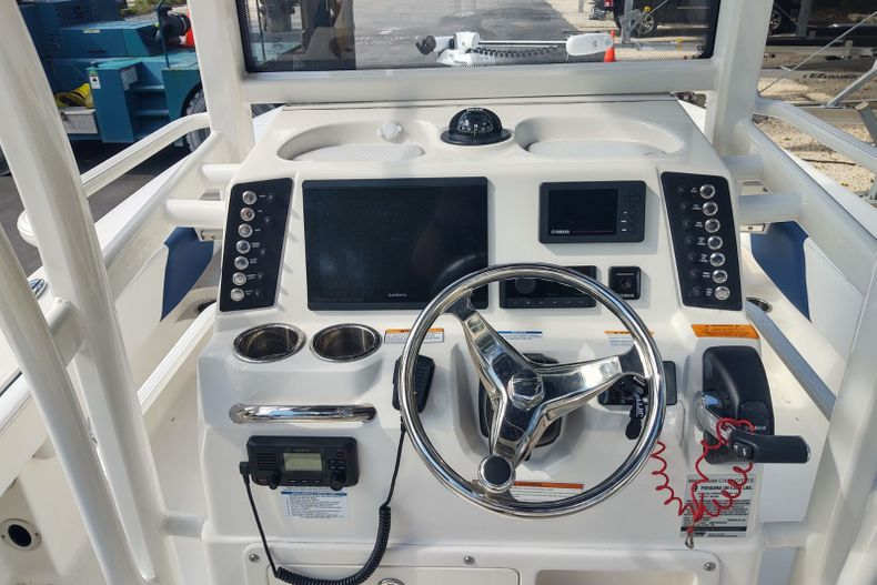 Thumbnail 6 for Used 2019 Robalo 246 Cayman SD boat for sale in Islamorada, FL