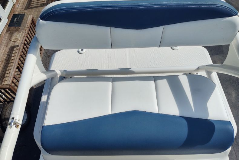 Thumbnail 15 for Used 2019 Robalo 246 Cayman SD boat for sale in Islamorada, FL