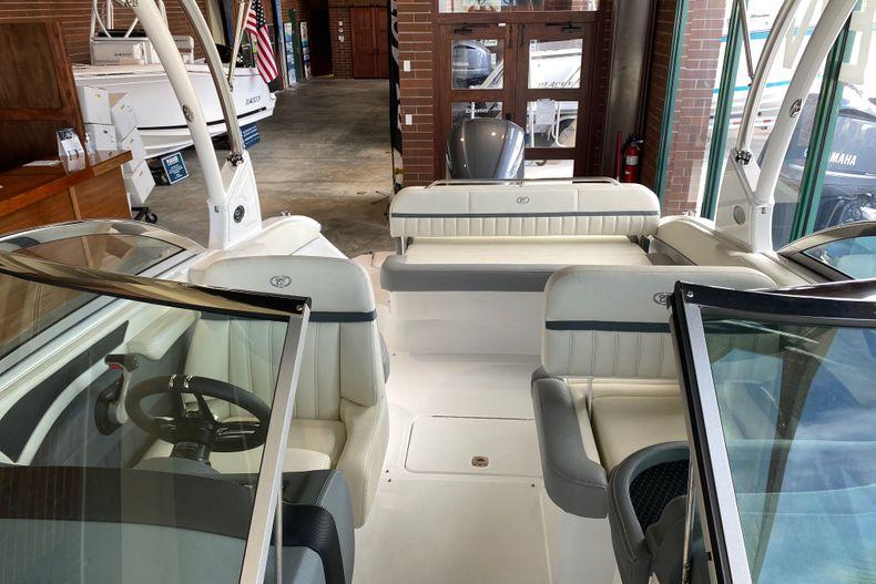 Thumbnail 15 for New 2021 Cobalt 23SC boat for sale in Stuart, FL