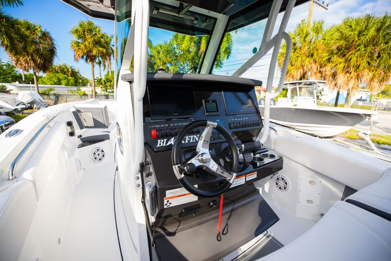 Thumbnail 35 for New 2021 Blackfin 272CC boat for sale in Vero Beach, FL