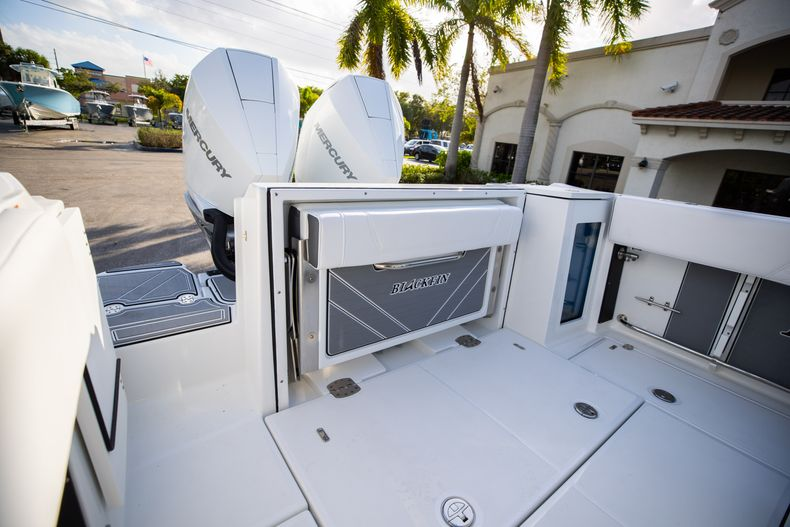 Thumbnail 9 for New 2021 Blackfin 272CC boat for sale in Vero Beach, FL