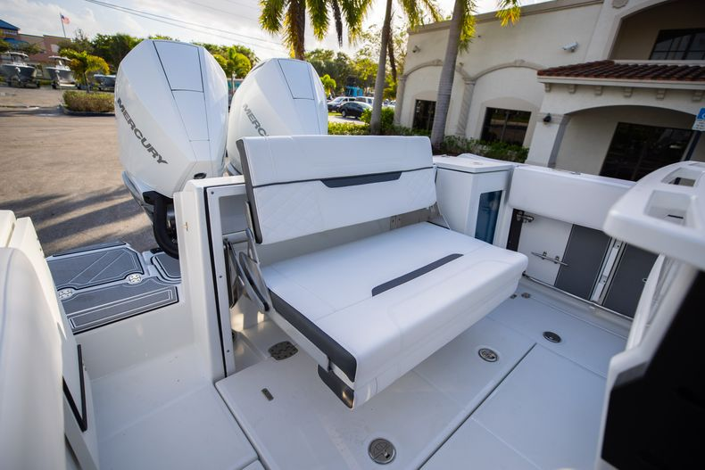 Thumbnail 10 for New 2021 Blackfin 272CC boat for sale in Vero Beach, FL
