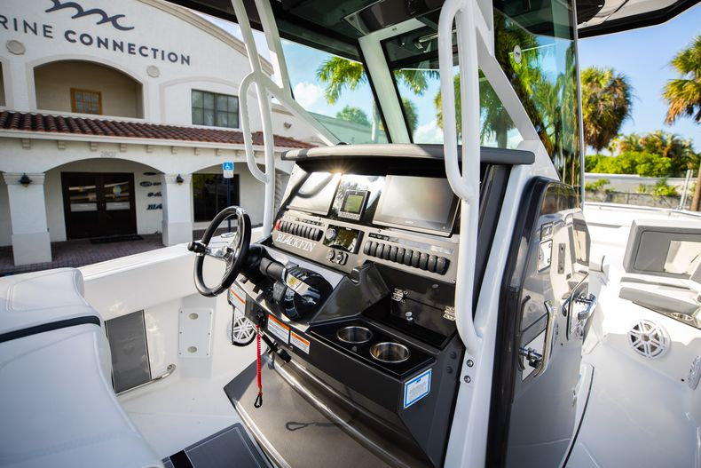 Thumbnail 29 for New 2021 Blackfin 272CC boat for sale in Vero Beach, FL