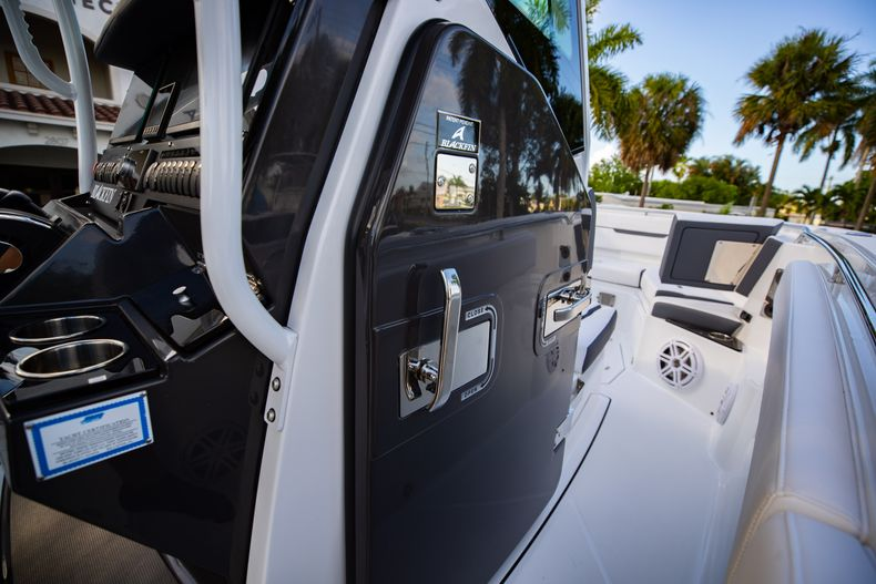 Thumbnail 41 for New 2021 Blackfin 272CC boat for sale in Vero Beach, FL
