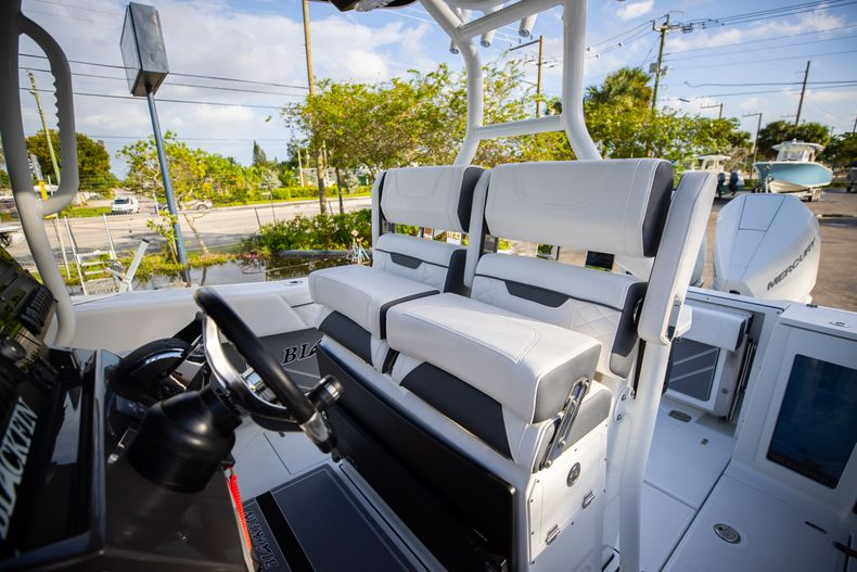Thumbnail 38 for New 2021 Blackfin 272CC boat for sale in Vero Beach, FL