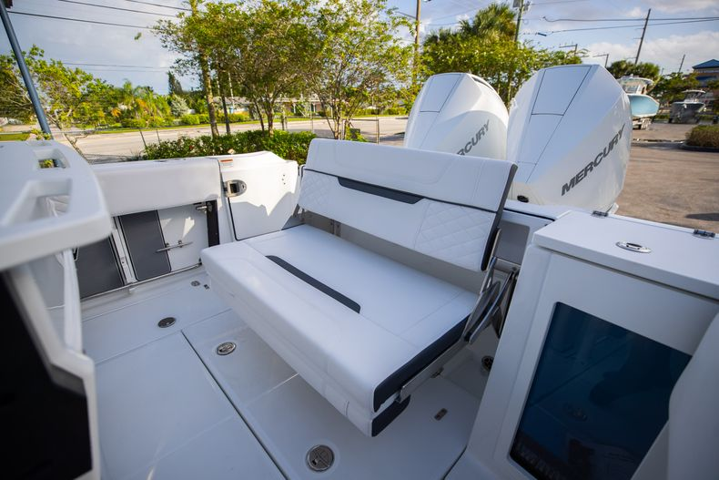 Thumbnail 14 for New 2021 Blackfin 272CC boat for sale in Vero Beach, FL